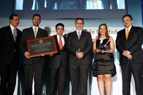 Mr. Sixto Uribe –KidZania's Minister of Finance–, Ms. Maricruz Arrubarrena –KidZania's Minister of Industry–, and Mr. Erick Fregoso –Governor of KidZania Mexico–, received the award on behalf of KidZania.