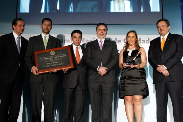 Mr. Sixto Uribe –KidZania's Minister of Finance–, Ms. Maricruz Arrubarrena –KidZania's Minister of Industry–, and Mr. Erick Fregoso –Governor of KidZania Mexico–, received the award on behalf of KidZania.