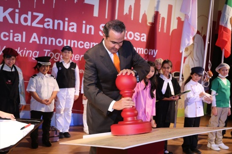 Xavier López Ancona, President and CEO of KidZania stamping his seal of approval on the 'Grant of Privilege'
