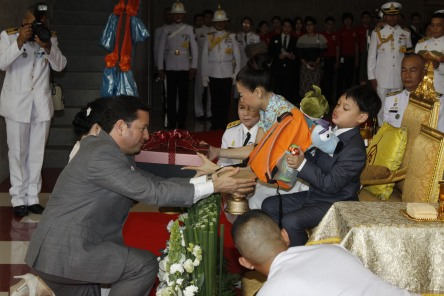 Mr. Andrés Fabre, KidZania Minister of State, presents a gift to HRH Prince Dipangkorn Rasmijoti