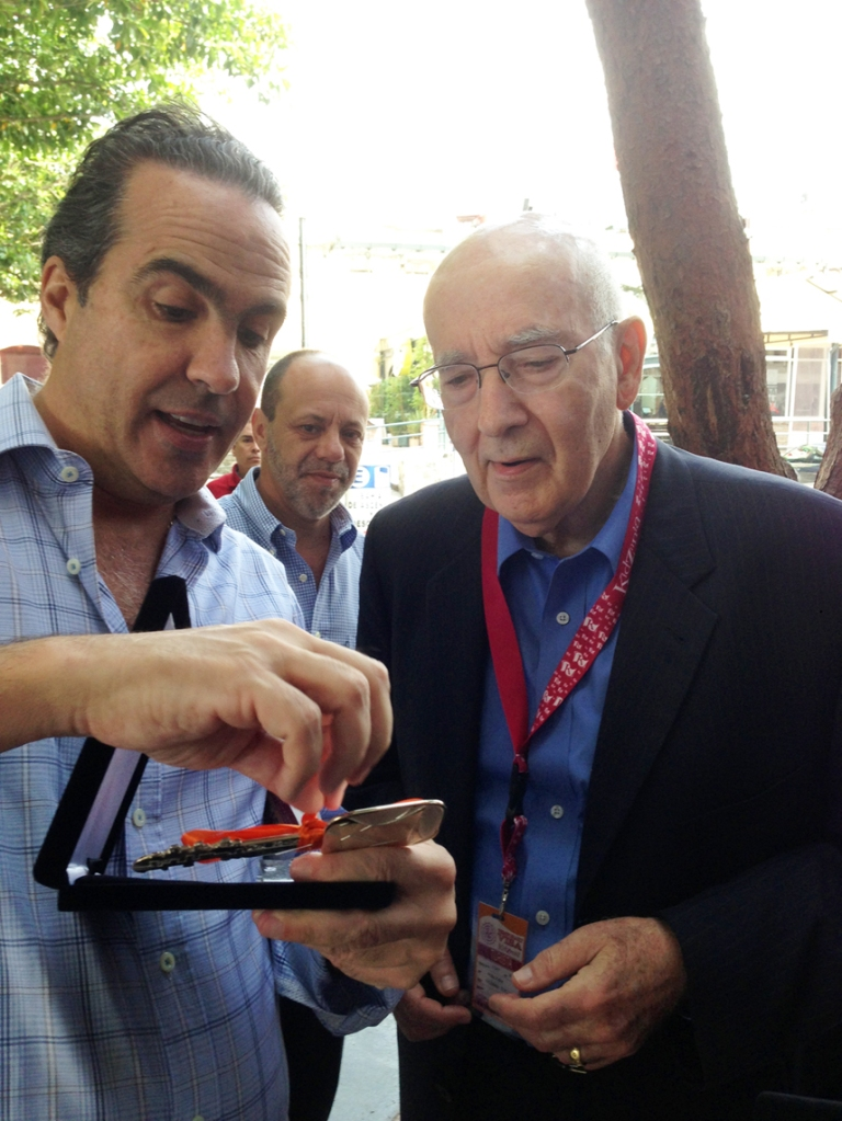 "Before leaving KidZania Cuicuilco, Mr. Xavier López gifted Prof. Kotler the ""Key to the City""."
