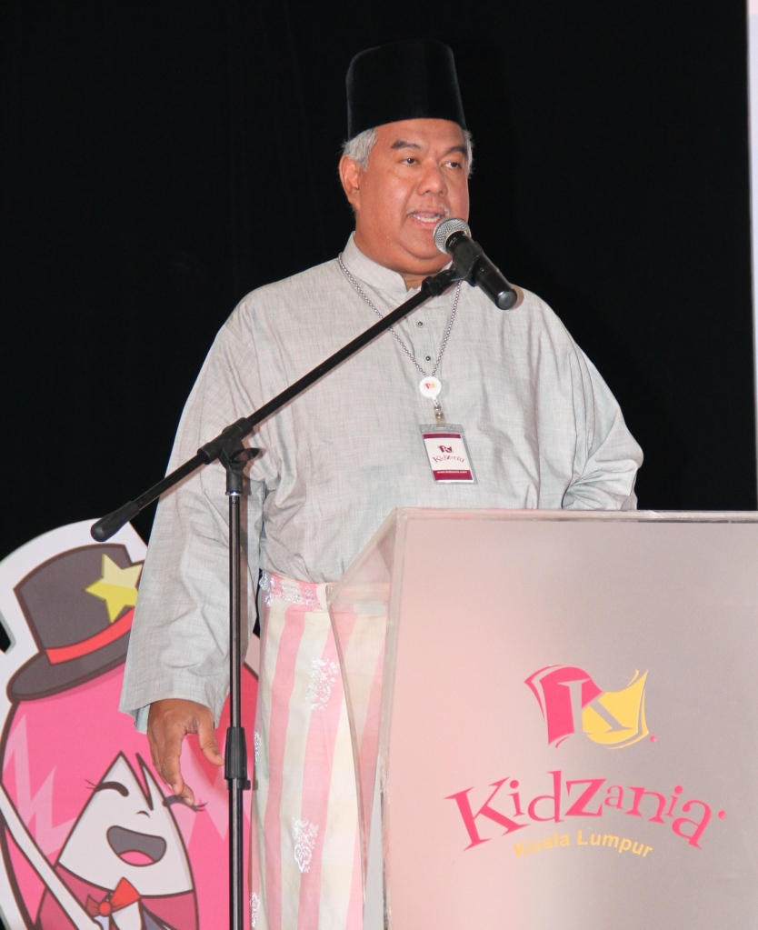 Tunku Dato' Ahmad Burhanuddin, Managing Director and Chief Executive Officer of Themed Attractions and Resorts Sdn Bhd and Governor of KidZania Malaysia at the launch of KidZania go! that took place at Sekolah Wawasan, Subang Jaya