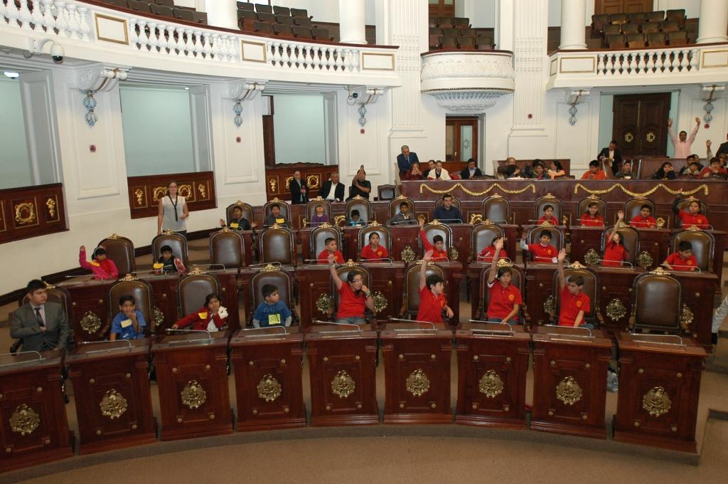 KidZania CongreZZ kids taking oath at Mexico City's Legislative Assembly
