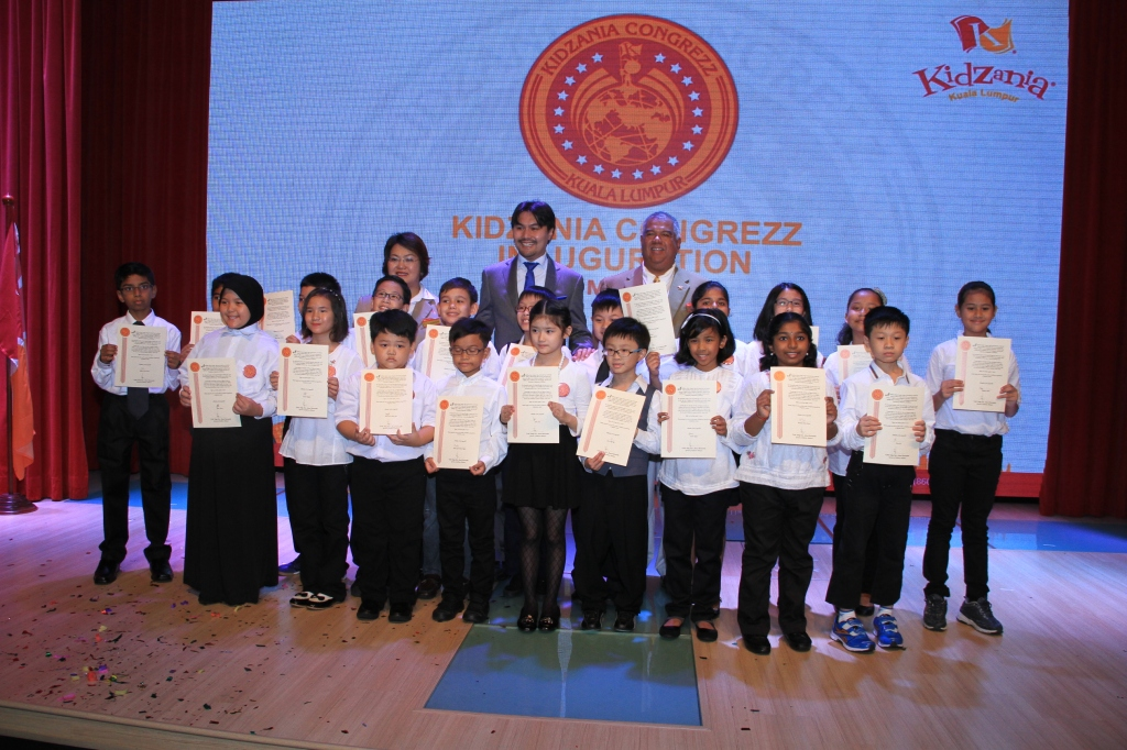 Newly sworn in KidZania CongreZZ Kids for 2014/2015 term posing with KidZania CongreZZ Act